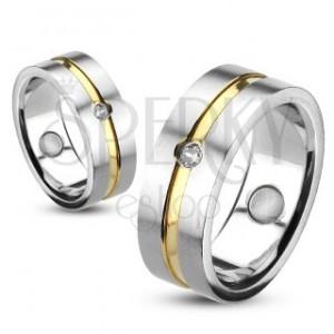 Prsteň z ocele so zlatou líniou a vsadeným zirkónom