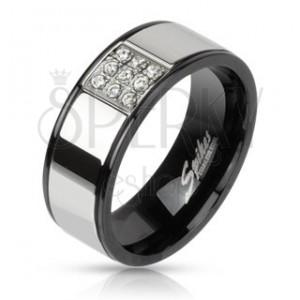 Prsteň z ocele striebornej farby s čiernymi okrajmi, zirkónový štvorec