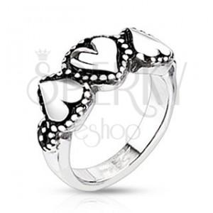 Oceľový prsteň so srdiečkami - bodkované okraje, patinovaný
