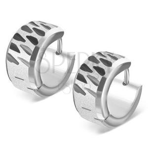 Náušnice z ocele - pieskované kruhy s čiernymi zárezmi