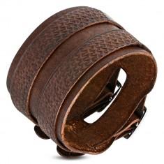 Šperky eshop - Dvojitý kožený náramok so zdobenými pásmi, hnedý Q13.5