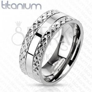 Titánový prsteň s vyrezávaným vzorom po stranách