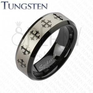 Wolfrámový prsteň s krížom a pásom striebornej farby