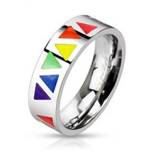 Oceľový prsteň s farebnými trojuholníkmi na podklade striebornej farby