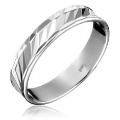 Šperky eshop - Strieborná obrúčka 925 - diagonálne priehlbinky, členitý obvod H10.13 - Veľkosť: 55 mm