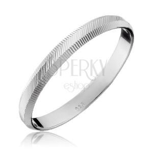 Strieborný prsteň 925 - zvislé a diagonálne vrúbky