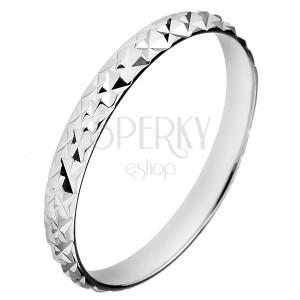 Strieborný trblietavý prsteň 925 - vystúpené kosoštvorce