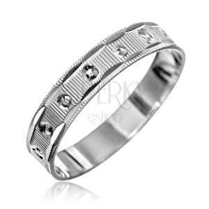 Strieborný prsteň 925 - vrúbky s malými kužeľmi, zárezy na okrajoch