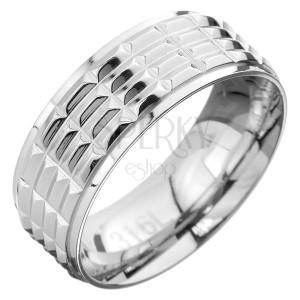 Prsteň z ocele - obrúčka s obdĺžnikovou štruktúrou v strede