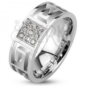 Prsteň z ocele - výrezy gréckeho symbolu a zirkónový štvorec