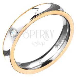 Oceľový prsteň - prehĺbený so zlatou farbou po stranách, číry zirkón