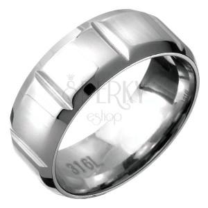 Oceľový prsteň - obrúčka so zrezanými hranami s priečnymi zárezmi