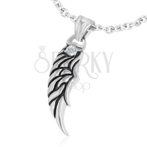Prívesok z ocele - patinované anjelské krídlo so zirkónom