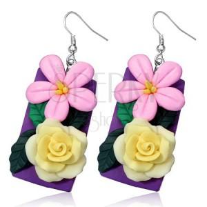 Fimo náušnice - žltá ruža a ružový kvietok na fialovej tabuľke