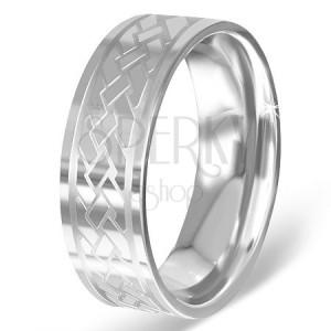 Striebristý prsteň z chirurgickej ocele s gravírovaným keltským uzlom