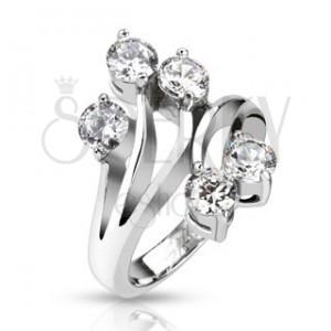 Oceľový prsteň s rozvetvenými ramenami a čírymi zirkónmi na koncoch