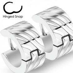 Šperky eshop - Náušnice z chirurgickej ocele - strieborná farba, kruhy s gravírovanými pruhmi X44.19