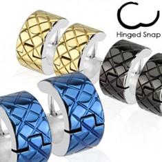 Šperky eshop - Náušnice z chirurgickej ocele - farebné kruhy s lemom striebornej farby X44.13 - Farba: Zlatá