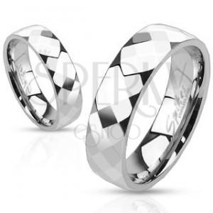 Prsteň z ocele - tri rady lesklých zrezaných kosoštvorcov
